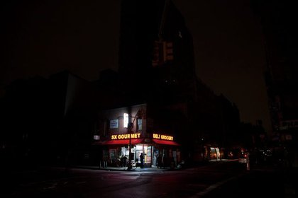 """This is what it was like walking around <a href=""""http://gothamist.com/2012/11/02/photos_walking_around_manhattan_in.php"""">Manhattan in the dark over the next few days.</a> This is the corner of Rivington and Essex. (Reuben Hernandez)"""