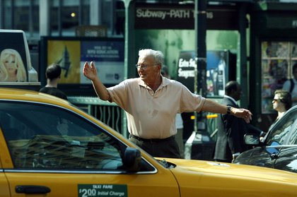 Peter Abeles, a professor at Columbia University, directs traffic at Sixth Avenue and 14th Street in New York after a major power outage on August 14, 2003 (MIKE APPLETON/AP/Shutterstock)