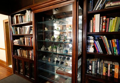 Built-in bookcases are shown in the boyhood home of Donald Trump.