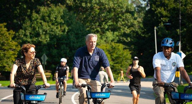 De Blasio Mulls Mandatory Helmets For Citi Bike Riders, Licenses For All Cyclists - Gothamist