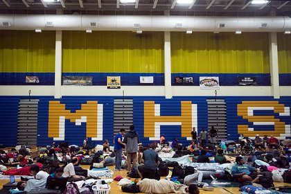 People take shelter from Hurricane Matthew at Mainland High School, October 6, 2016 in Jacksonville (Getty Images)