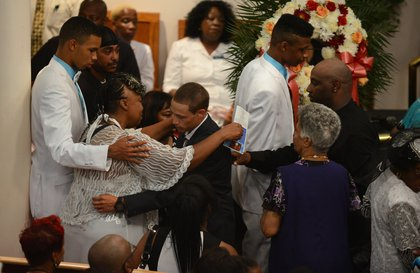 Gwen Carr (L) hugs Ramsey Orta, the civilian who video recorded the incident<br/>