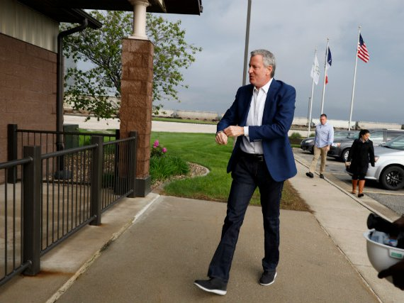Democratic presidential candidate New York Mayor Bill de Blasio sporting CEO jeans and those sneakers seen on the guy talking on his iPhone in front of you at the FiDi Chopt to tour the POET Biorefining Ethanol Facility, in Gowrie, Iowa