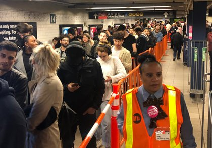 L train riders line up at Union Square around 11 p.m. on Friday night (Courtesy of Eric Yearwood)