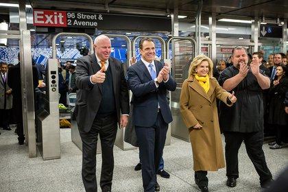 "Joyful MTA Chairman Prendergast, Governor Cuomo, Rep. Maloney and TWU Local 100 President John Samuelson(<a href=""http://www.gretchenrobinette.com/"">Gretchen Robinette</a> / Gothamist)"