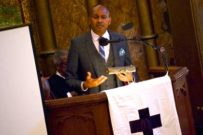Kevin Powell delivering the eulogy<br/>
