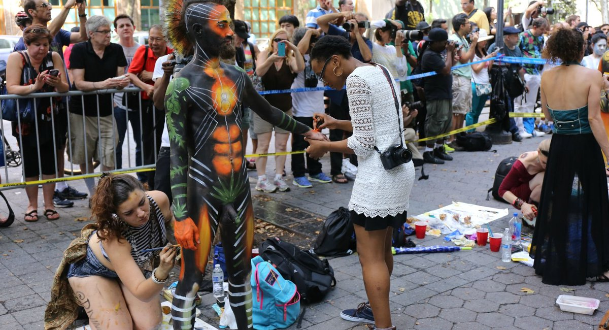 NSFW Photos: 100 Fully Naked People Get Bodies Painted
