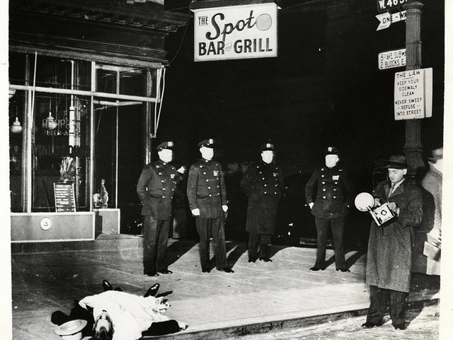 Weegee S Grisly Crime Scene Photos From 1930s And 1940s New York Gothamist
