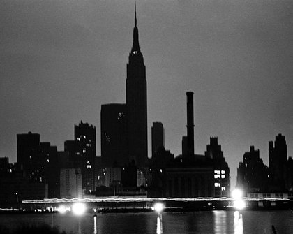 NYC skyline from Queens during the power blackout. Lights glow in a midtown Waterside Con Ed plant as traffic passes on East Side Drive. (Courtesy of Dan Farrell/NY Daily News)