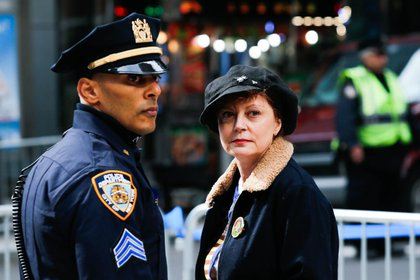 A police officer and Susan Sarandon (Getty Images)