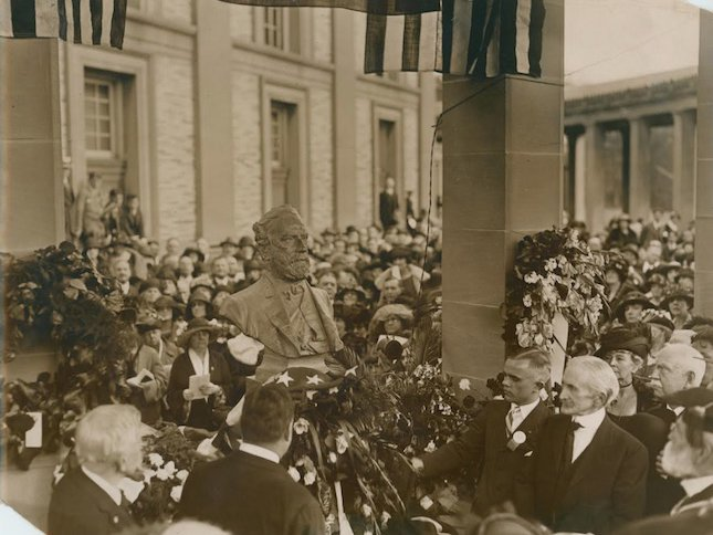The unveiling of Lee's bust in the Hall of Fame in 1923