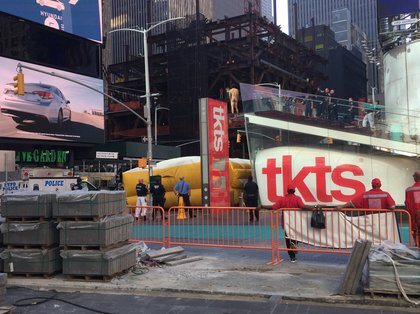 Naked Man Jumps From Ledge In Times Square, Calls Out For