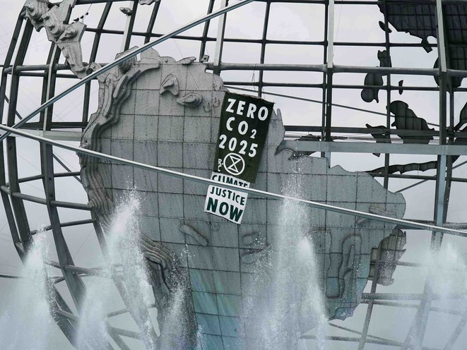 Man Climbs World's Fair Unisphere To Draw Attention To