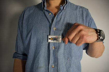 Alejandro Moyano's disposable camera would livestream interactions with ICE on Facebook<br/>