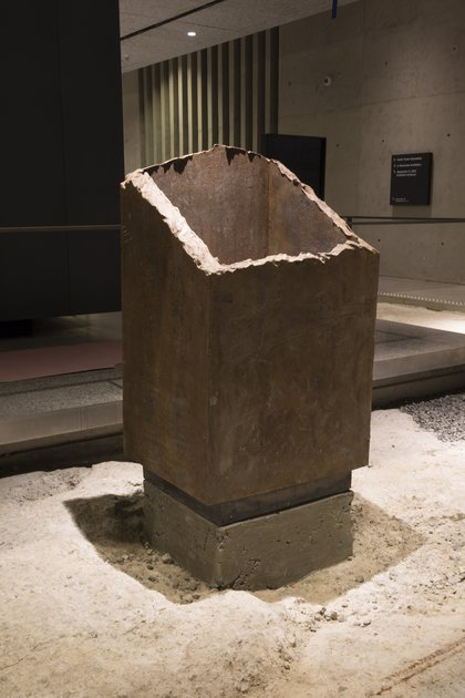Standing box column<br/>