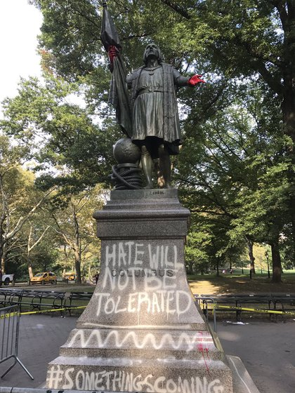 """The defaced statue at 8:47 a.m. on Septemer 12, 2017 (<a href=""""https://twitter.com/cd_clifford/status/907586489458024448"""">Christen Clifford</a>)"""