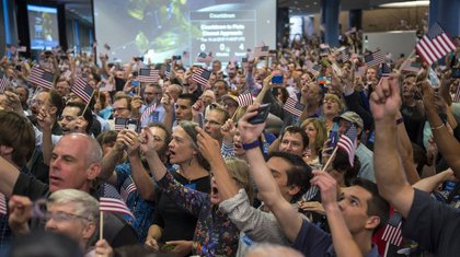 Researchers cheering the flyby at Johns Hopkins' Applied Physics Lab in Maryland. </br>