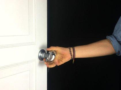 Oya Tekbulut also designed a doorknob that visualizes forced entry—the doorknob would break under force<br>