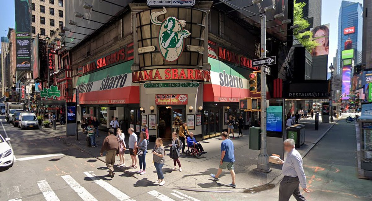 Shed An Authentic Cheesy Tear: The Giant Sbarros In Times Square Has Closed
