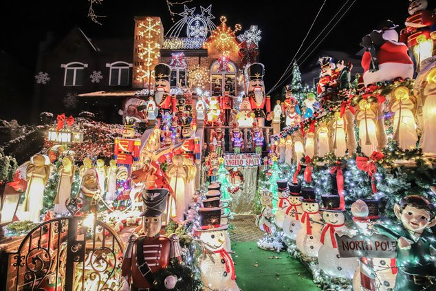 Dyker Heights 2020 Christmas Lights Feast Your Retinas On The 2019 Dyker Heights Christmas Lights