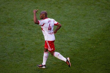 Jamison Olave celebrates his fourth goal of the season
