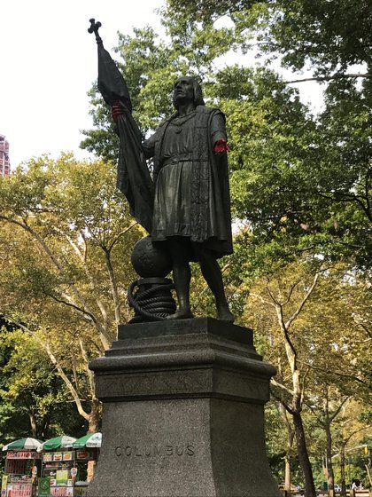 The paint remains on the statue's hands, but the graffiti was removed from the base (Danielle Barnes / DNAinfo)