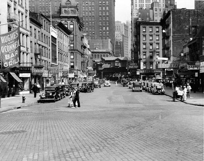 Looking east along Cortlandt Street in the neighborhood known as Radio Row, circa 1930s. (Hulton Archive/Getty Images)
