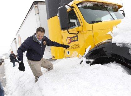 Gov. Cuomo struggled through the snow (AP)