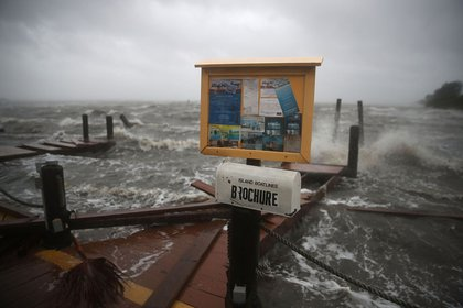 Heavy waves caused by Hurricane Matthew pound the boat docks at the Sunset Bar and Grill, October 7, 2016 on Cocoa Beach (Getty Images)
