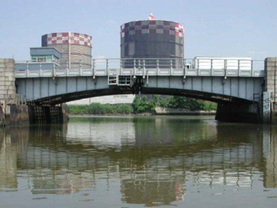 Metropolitan Avenue Bridge