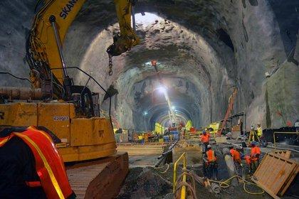 Digging at the 86th Street tunnel, 2013. (Evan Bindelglass/Gothamist)