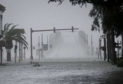 Wind and water from Hurricane Matthew batter downtown St. Augustine (AP)