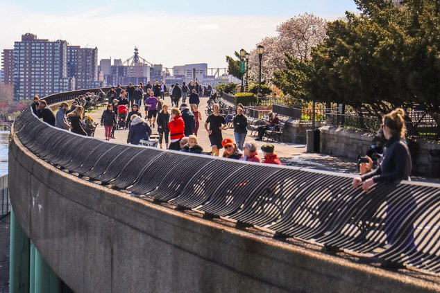 Photos of people crowded at Carl Schurz Park on Tuesday
