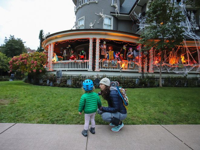 Photos Is This The Most Impressive Halloween House In Brooklyn