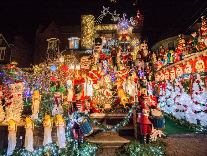 Dyker Heights Brooklyn Christmas Lights.Photos The Best Of The Insane Dyker Heights Christmas