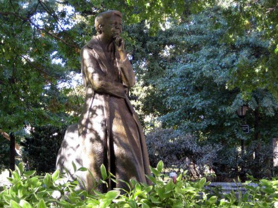There Are Nearly 150 Historical Male Statues In NYC, And