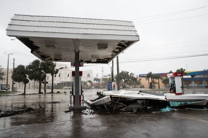 A view of a collapsed roof at a gas station after Hurricane Matthew passes through on October 7, 2016 in Daytona Beach (Getty Images)