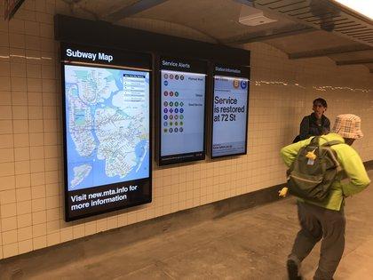 LED maps and service alerts on the platform level too (Jen Chung / Gothamist)