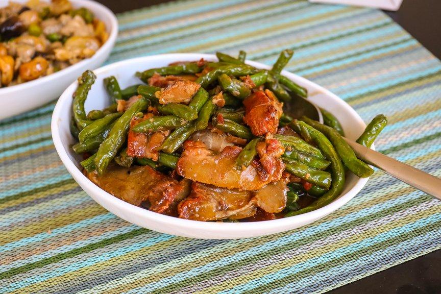 Roast pork with beans ($ 15.50)