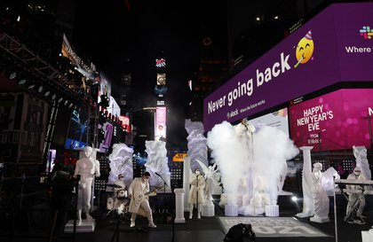 Jennifer Lopez wears an elaborate 30 foot long coat on stage