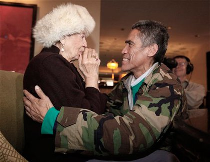 Ted Williams reunites with his mother