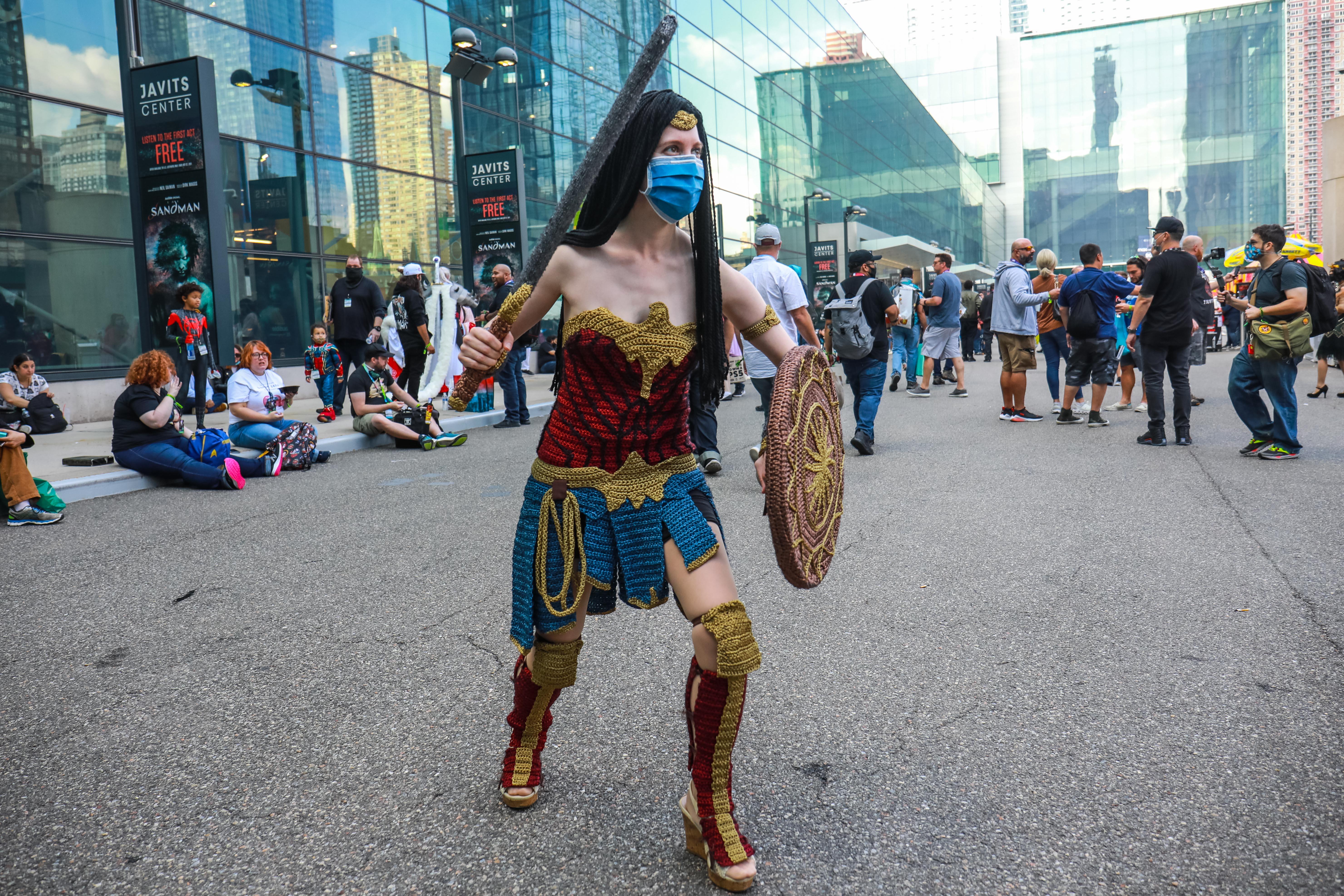 عکسی از الکس در نقش Wonder Woman در کامیک کان 2021 در حال ساخت است