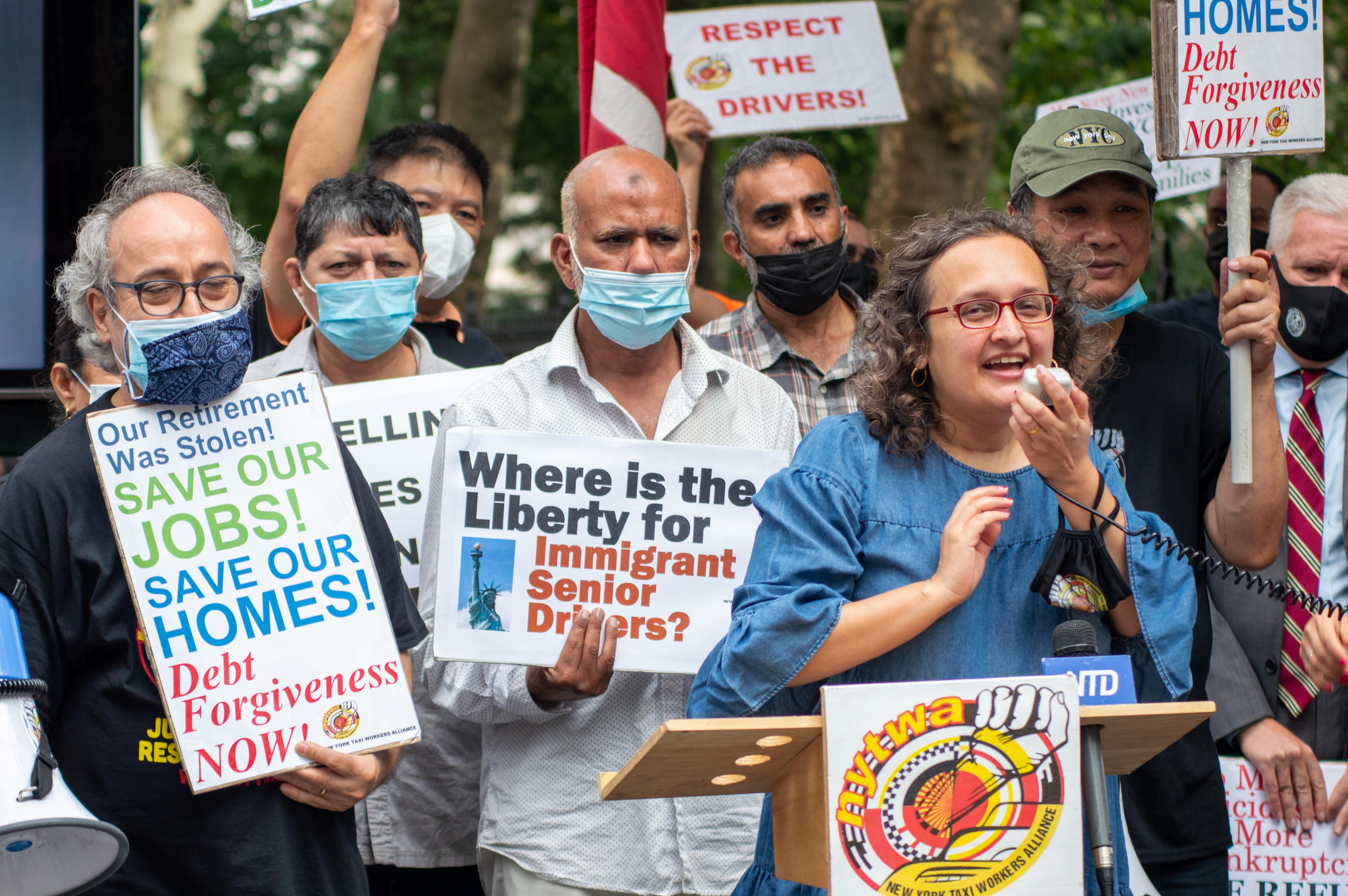 معترضان از شهر می خواهند بدهی سنگینی به رانندگان تحمیل کند